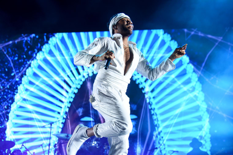 Childish Gambino References Twitter Meme During Gov Ball Performance