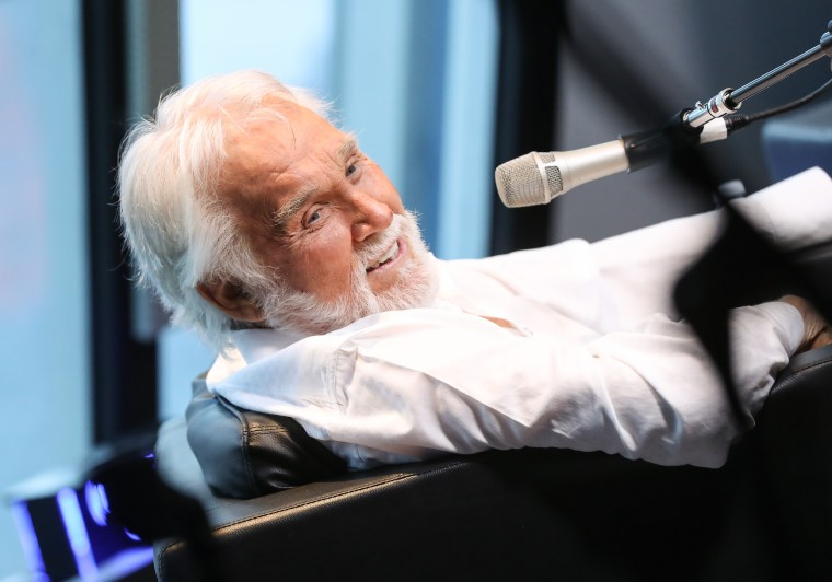 Country icon Kenny Rogers has died