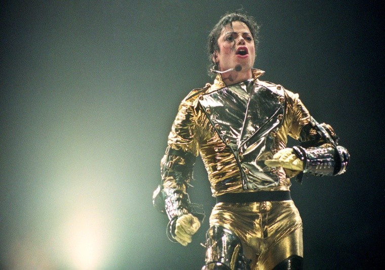 Official Michael Jackson concert films appear on YouTube during <I>Leaving Neverland</i> broadcasts