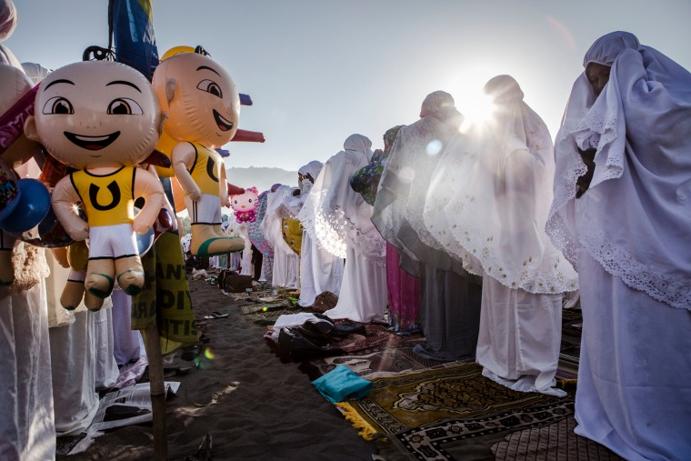 Beautiful Photos Of People Celebrating Eid al-Fitr Around The World
