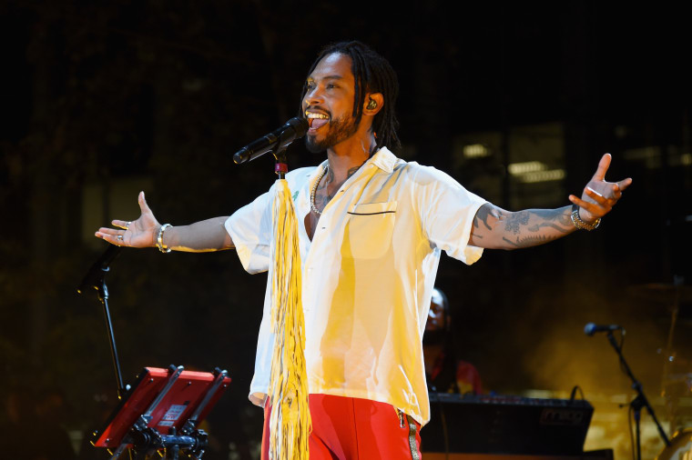 "Listen to Miguel's new song ""Remember Me (Dúo)"""