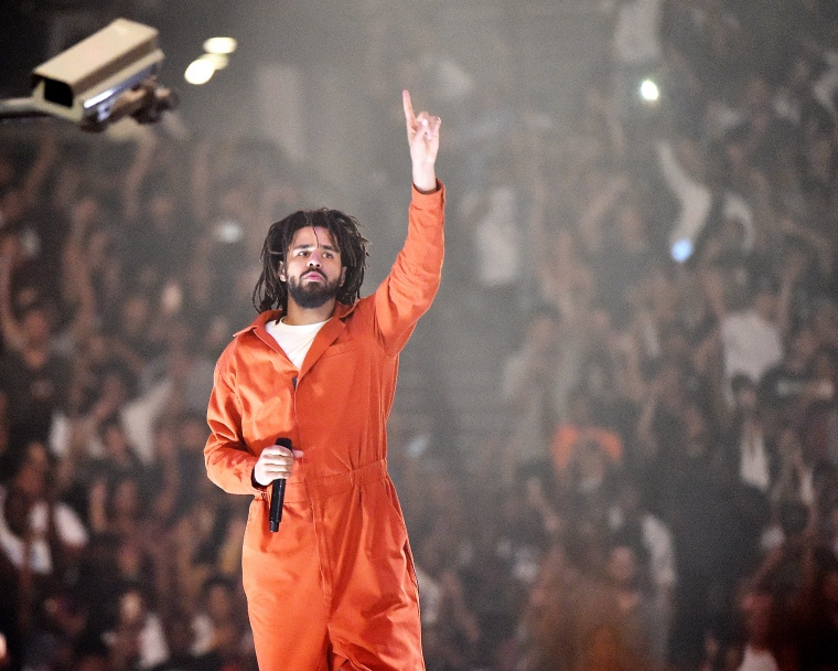 "J. Cole shut down a ""Fuck Lil Pump"" chant at this concert this weekend"