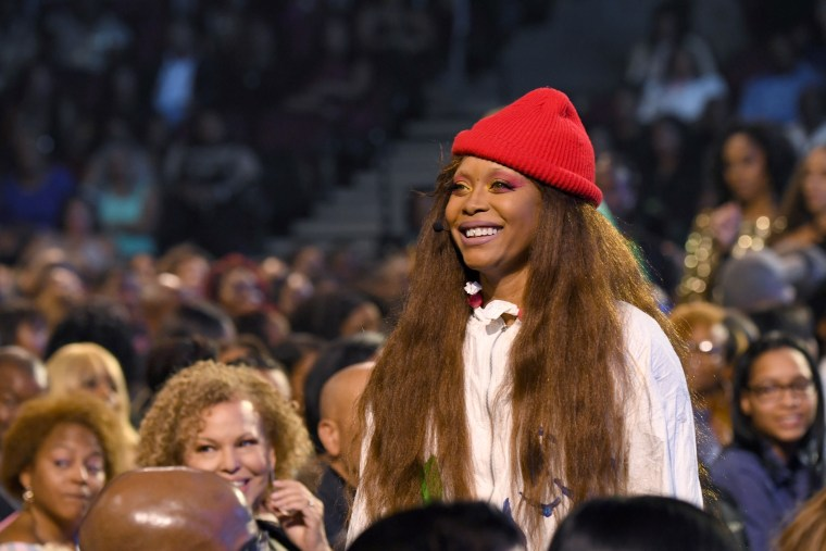 Erykah Badu clarifies R. Kelly statements following concert backlash