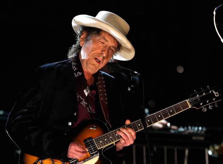 Bob Dylan sells entire music catalog to Universal Music Publishing