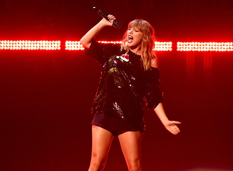 Taylor Swift's political post coincides with spike in voter registration numbers