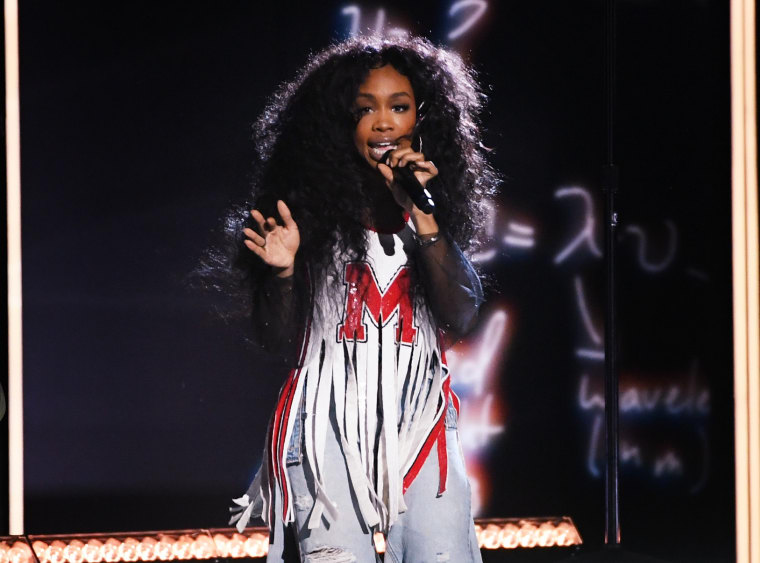"SZA says she was ""mad as hell"" to not win a Grammy"