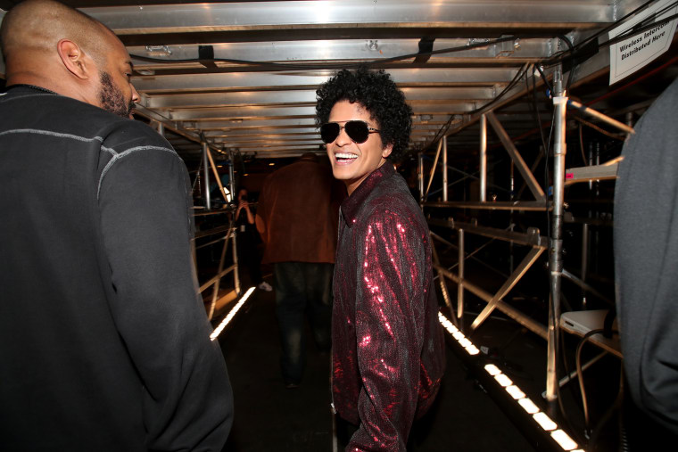Bruno Mars calls on the NFL for a hip-hop Super Bowl halftime show