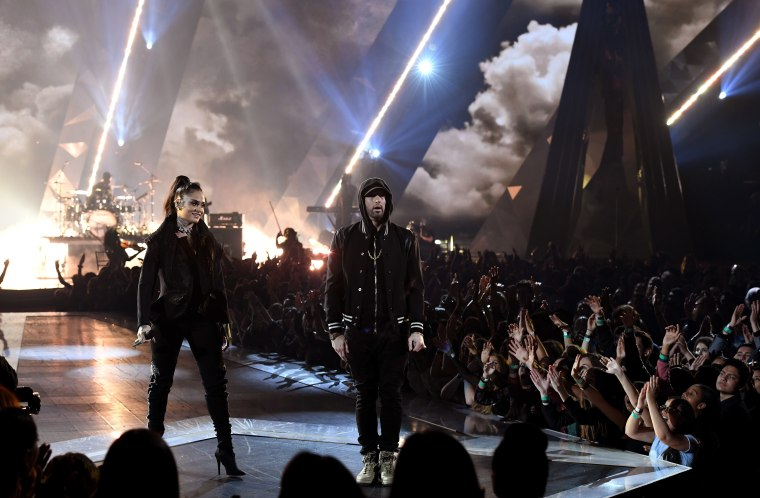 "Eminem and Kehlani release extended version of ""Nowhere Fast'"
