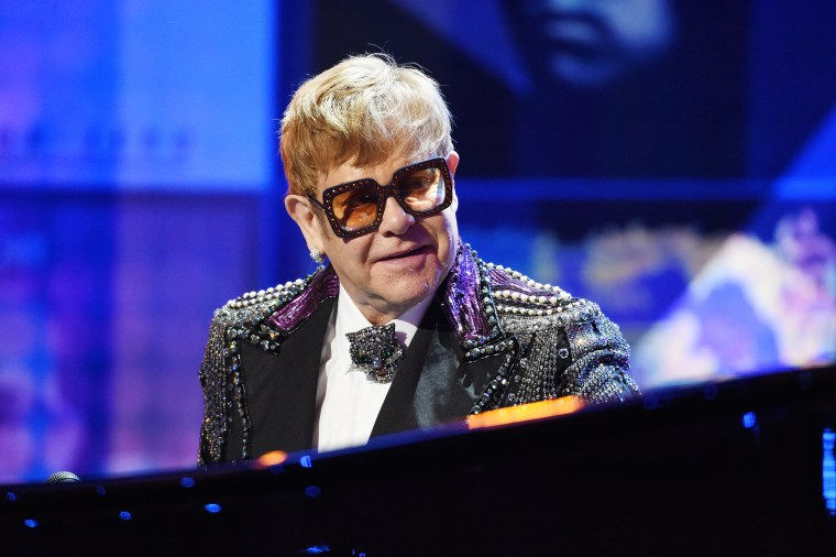 Elton John paid tribute to Mac Miller during concert
