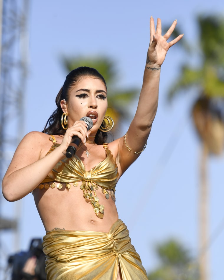 "Kali Uchis says her guitarist ""Just didn't show up"" to Coachella"