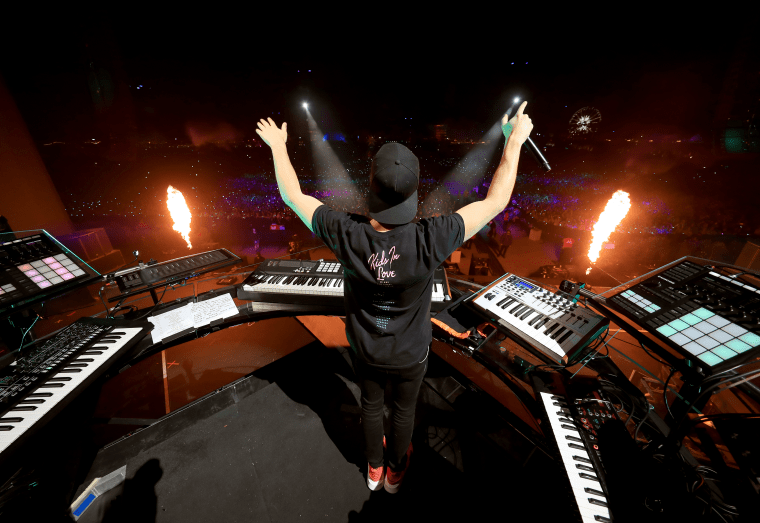 Watch Kygo pay tribute to Avicii at Coachella