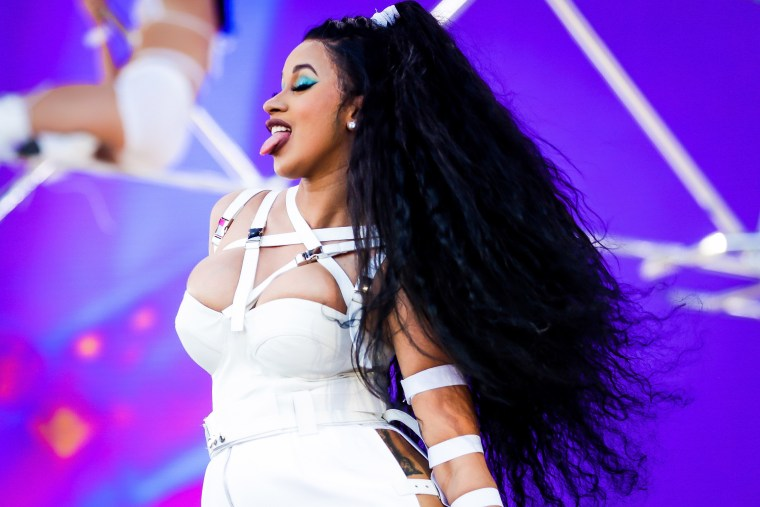 "Cardi B torches Twitter conservatives: ""Admit that your president is fuckin up this country right now"""