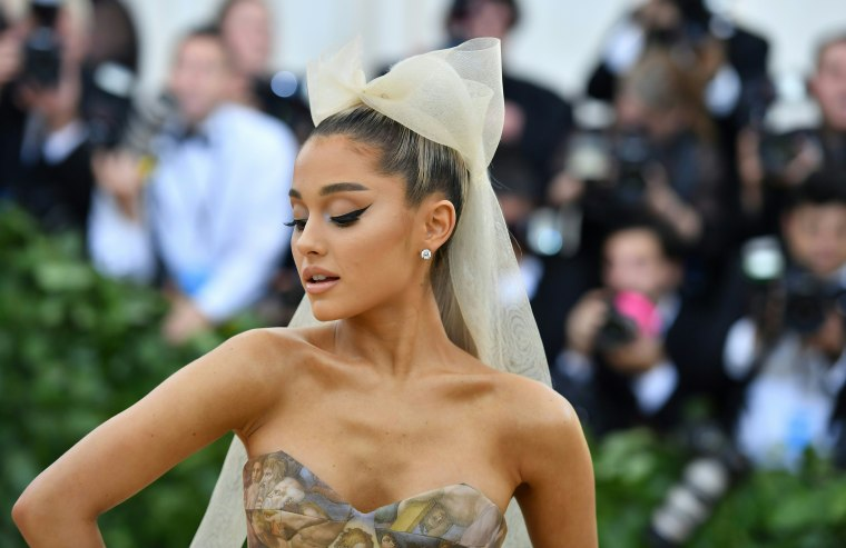"Ariana Grande's ""God is a woman"" lands at number 11 on Billboard Hot 100"