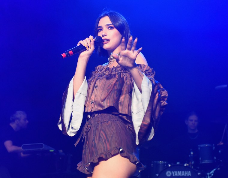 Dua Lipa fans kicked out of concert 'for dancing'