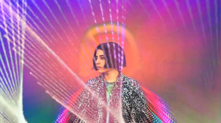 "Listen to Jackie Mendoza's fitful new single ""Mucho Más"""