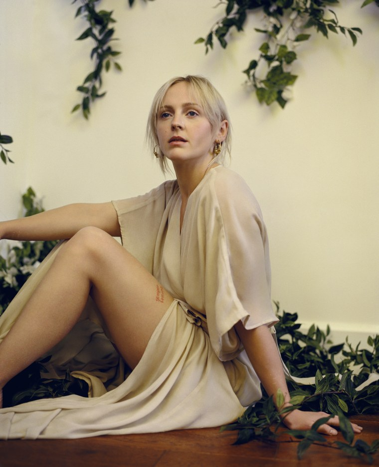 "Laura Marling Announces Her New Album <i>Semper Femina</i>, Shares New Video ""Soothing"""