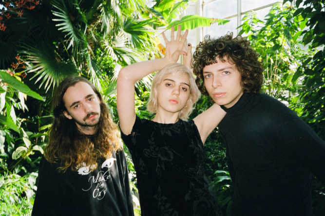 "Listen To Sunflower Bean's Cover Of The Modern Lovers's ""Old World"""