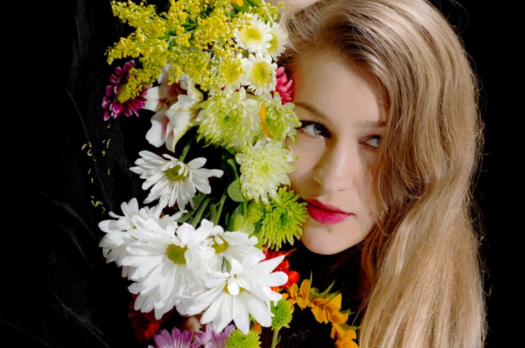 "Joanna Newsom Shares Unreleased <i>Divers</i> Outtake, ""Make Hay"""