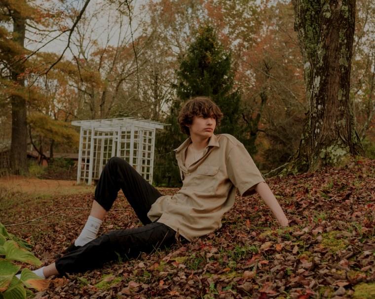 "Hear rising hyperpop wunderkind glaive's new single ""eyesore"""