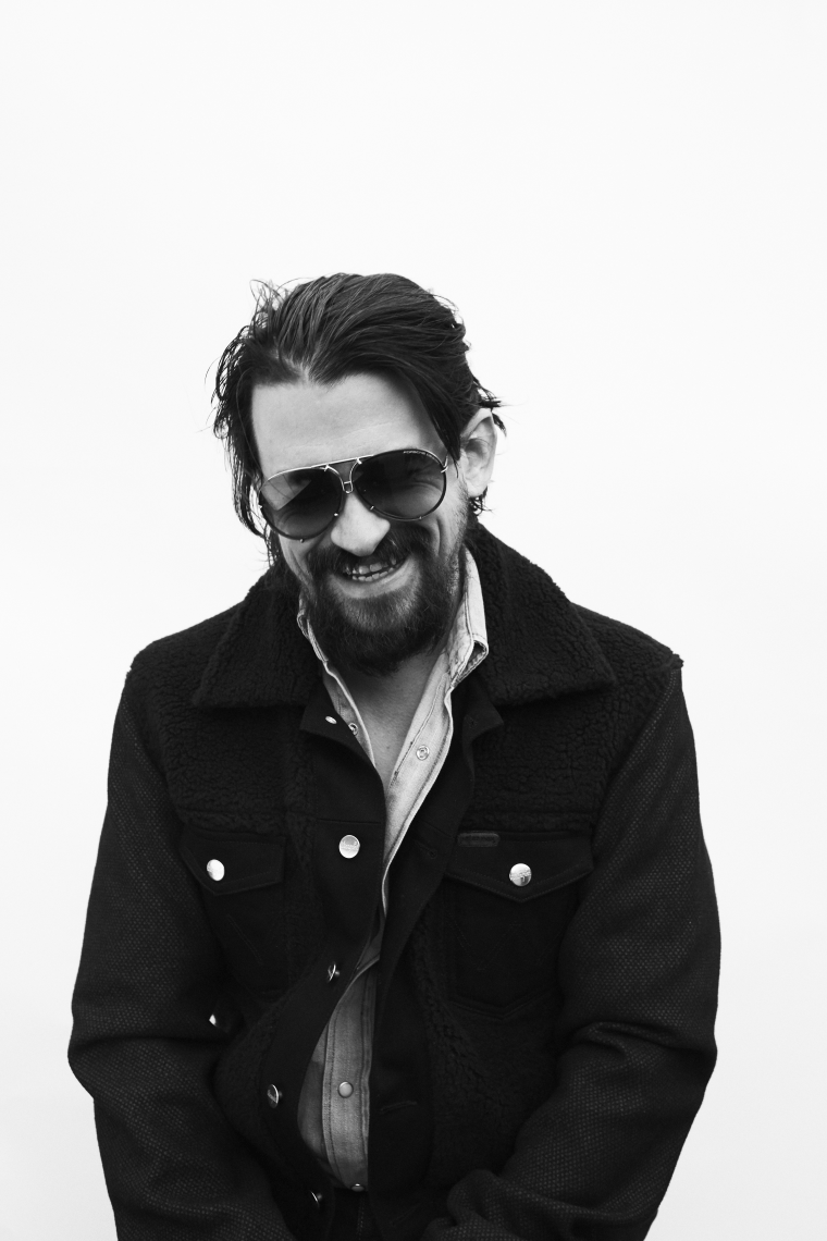 "Shooter Jennings debuts ""Denim & Diamonds"" video"