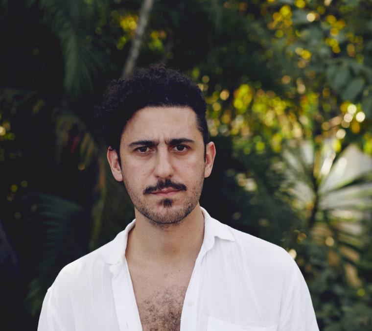 Hear Thiago Nassif's sinuous, Arto Lindsay-produced new LP, <i>Mente</i>