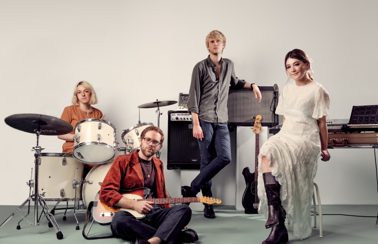 """Yumi Zouma release new single """"Right Track / Wrong Man,"""" announce signing to Polyvinyl"""