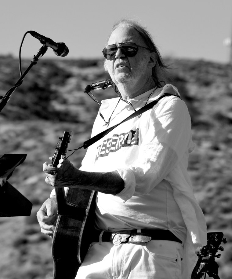 """Neil Young deleted his Facebook due to the company's """"obvious commitments to one side of politics"""""""
