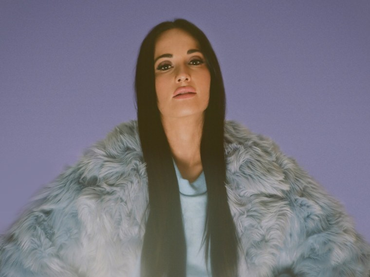 "Kacey Musgraves hops on new version of Brooks & Dunn's ""Neon Moon"""