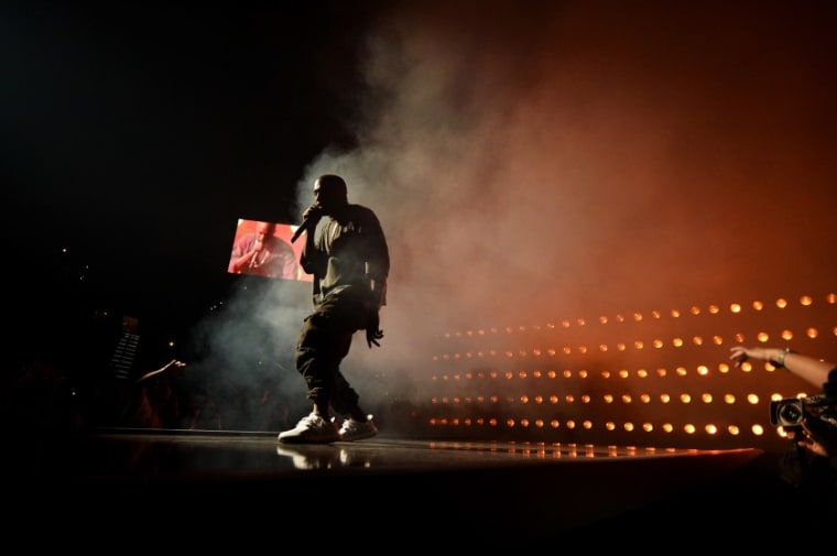 Kanye West Ends Los Angeles Show Early After Losing His Voice