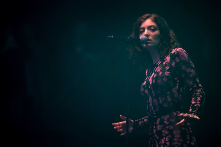 """Lorde apologizes for """"poorly chosen"""" Whitney Houston Instagram comment"""