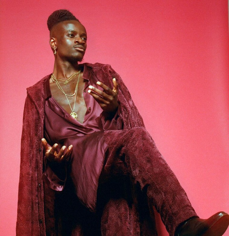 Prepare to fall in love with U.K. soul singer KWAYE's voice