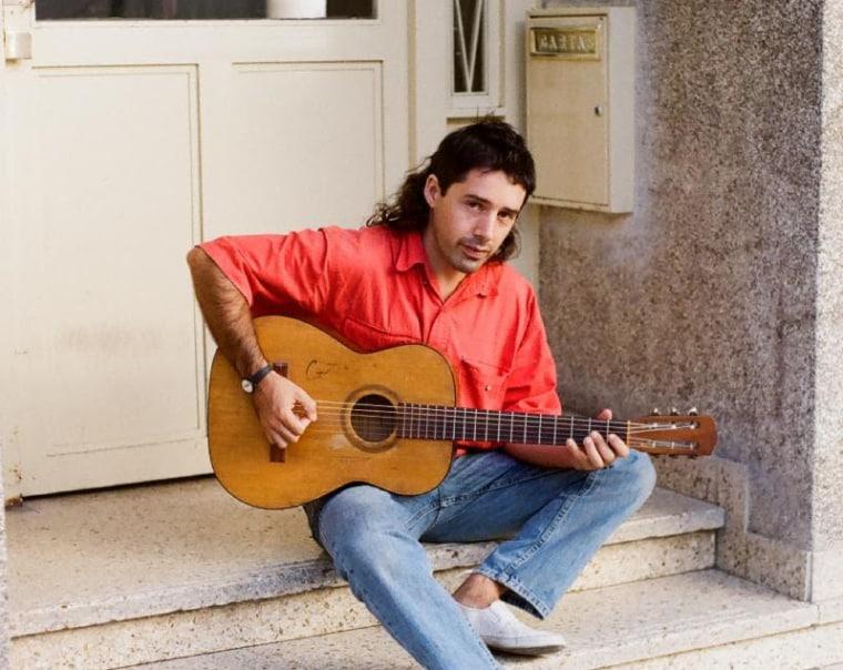 "Juan Wauters shares new single ""A Volar"""