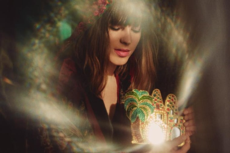 "Hear Melody's Echo Chamber's new single ""Desert Horse"""