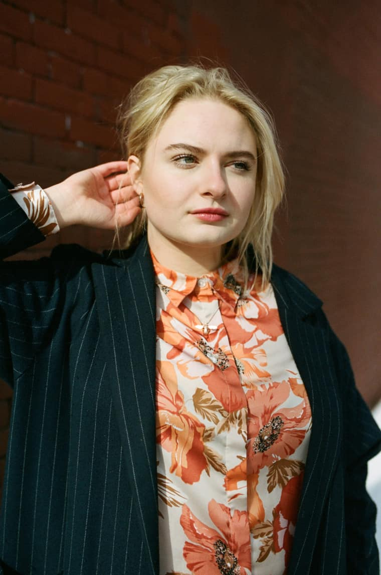 Meet Låpsley, The Teen Ex-Raver Who Found Her Chill